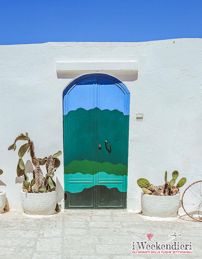 La porta blu a Ostuni